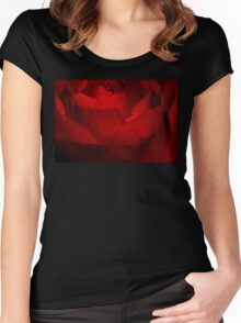 Red Rose Macro Women's Fitted Scoop T-Shirt