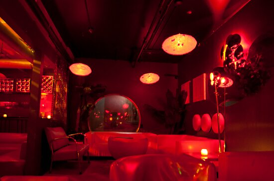 Inside Andy Poolhall (Ciao Edie) Early On A Saturday Night by Gary Chapple