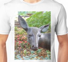 """Inquisitive """"White Tailed Deer"""" Unisex T-Shirt"""