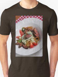 Foie du porc avec chou-rave et avec une sauce de mousse des feuilles de radis  Unisex T-Shirt