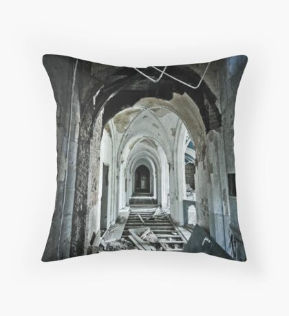 Vers L'avant Throw Pillow