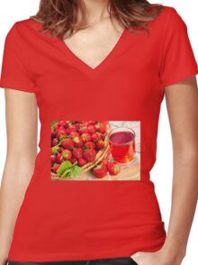 red strawberries in basket Women's Fitted V-Neck T-Shirt