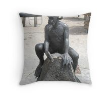 Strange sculpture Throw Pillow