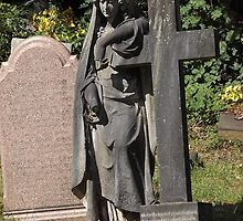 Norwood cemetary: Sculpture: Angel, with broken fingers -(220811c)- Digital photo by paulramnora
