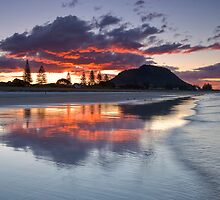 Mount Mauao Inkblot Dusk by Ken Wright