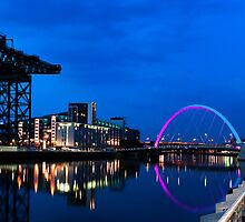 Night Reflections - Glasgow Titan and Squinty Bridge. by Peter Stark