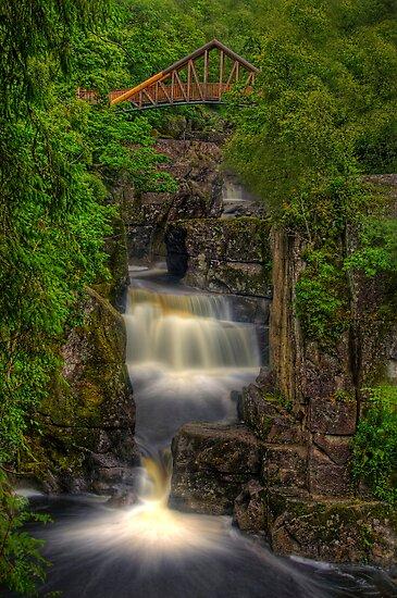 Braklinn Falls by Don Alexander Lumsden (Echo7)