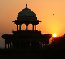 Sunrise at the Taj Mahal by SerenaB