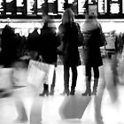 Rush hour at Victoria station by Jadetang
