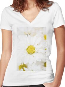 Dasies Women's Fitted V-Neck T-Shirt