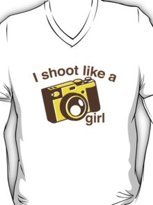 I shoot like a girl (Camera Photographer) T-Shirt