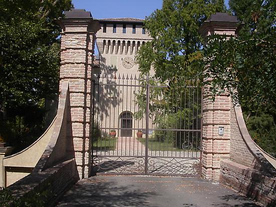 UN CANCELLO, UN'OROLOGIO, UNA TORRE...un castello parma ITALIA-EUROPA - 1700 VISUALIZZAZ MAGGIO 2013 - -VETRINA RB EXPLORE 10 GENNAIO 2013- by Guendalyn