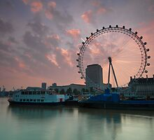 London Eye Sunrise by DonDavisUK