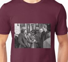 Collector, On the Way to M.Cartier Bresson Paris 1975 15 (b&n)(t) by Olao-Olavia par Okaio Création Unisex T-Shirt