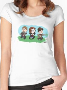 Eleventh Doctor and the Ponds ... Peanuts Style Women's Fitted Scoop T-Shirt