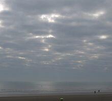 Dymchurch cracked clouds by raekin