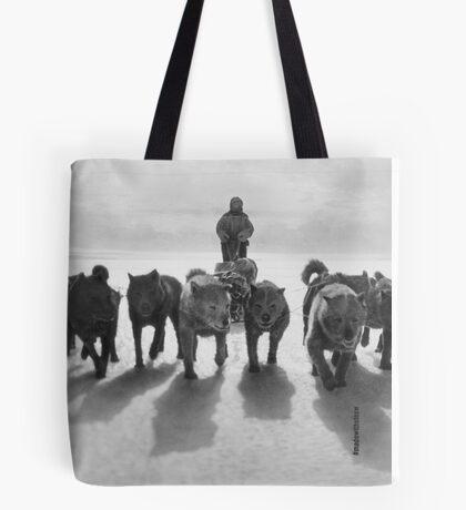 Huskies pulling sledge Tote Bag
