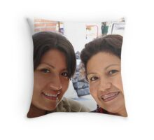Mother and daughter - Madre con su hija Throw Pillow