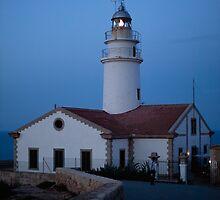 Cala Ratjada's lighthouse by lamat