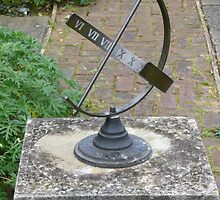 Sun dial by Woodie