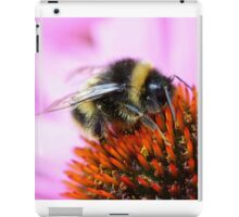 Bumblebee on a flower iPad Case/Skin