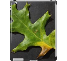 Fallen green leaf iPad Case/Skin