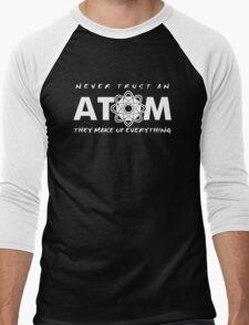 NEVER TRUST AN ATOM MAKE UP EVERYTHING FUNNY COLLEGE SCIENCE GEEK T-SHIRT TEE Men's Baseball ¾ T-Shirt