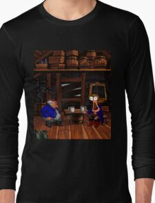 Drinking contest with Rum Rogers Jr (Monkey Island 2) Long Sleeve T-Shirt
