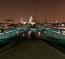 St Pauls Cathedral  by chris2766