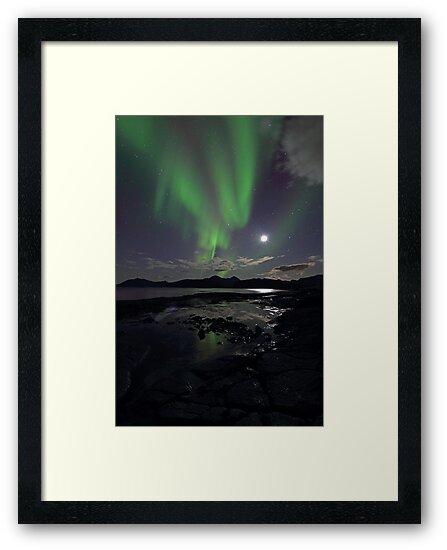 September Aurora & moon by Frank Olsen