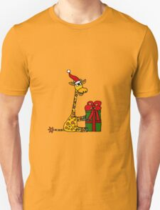 Cool Funny Giraffe Opening Christmas Package T-Shirt