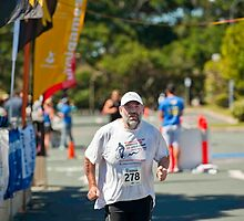 Kingscliff Triathlon 2011 finish line B6554 by Gavin Lardner