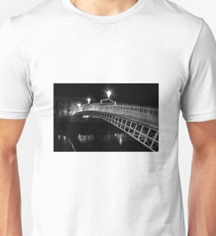 Ha'Penny Bridge At Night (mono) Unisex T-Shirt