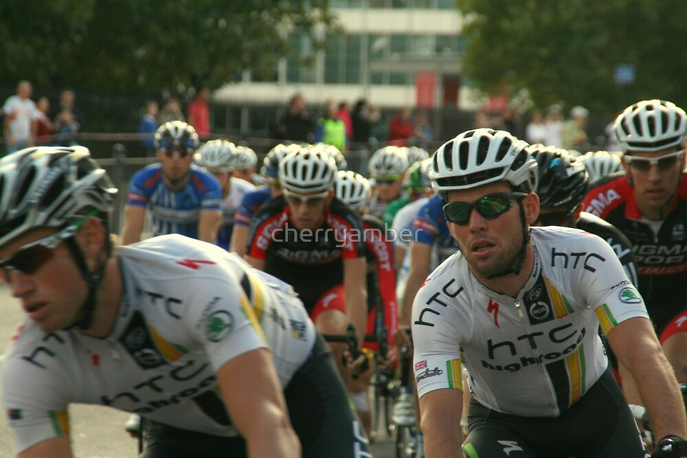 Mark Cavendish within the peloton by cherryamber