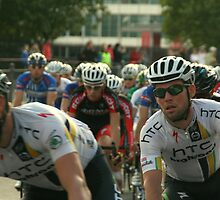 Mark Cavendish within the peloton by cherryamber