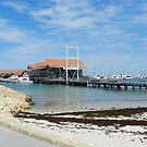 Hillarys Boat Harbour by Hughsey