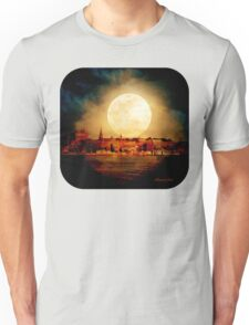 Fire Moon over New London-on-Thames T-Shirt
