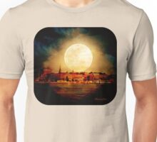 Fire Moon over New London-on-Thames Unisex T-Shirt