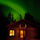 Aurora over cabin by Elisabeth van Eyken