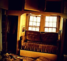 loveseating and mirror on ceiling by nessbloo