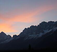 Mountain  sunset.  by Tombowern