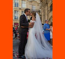 France. Bordeaux. Bride and Groom. Kiss. Unisex T-Shirt