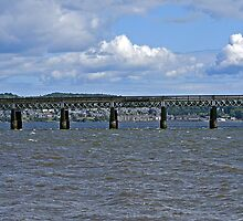 Rail bridge Dundee by Forfarlass
