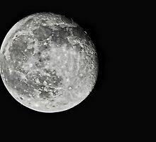 Moon at 500mm by Stephen Forbes
