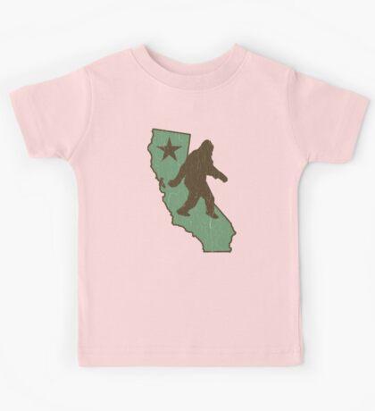 California Bigfoot (vintage distressed look) Kids Tee