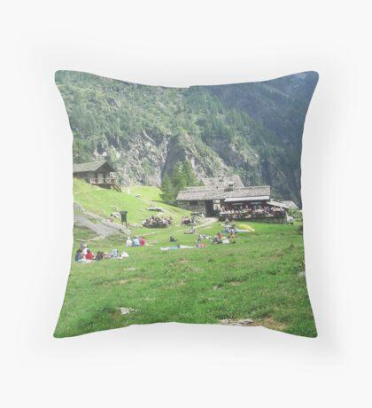 ai piedi del monte Rosa, Alagna, Italy-EUROPA....a MAURIZIO -4000 VISUALIZZ. 2013 featured in italy 500+ ...& FEATURED RB EXPLORE 24 OTTOBRE 2011  && Throw Pillow
