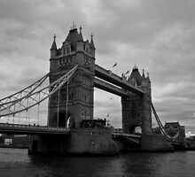 London Bridge by Laura Fell