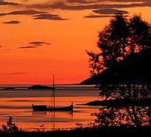 The old boat under the rising sun by Frank Olsen