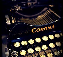 Vintage typewriter by Jodi Fleming