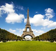 Eiffel Tower by magaretpow
